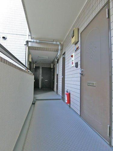 メルヘンヒルズの共用廊下