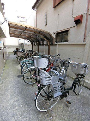 メルヘンヒルズの駐輪場