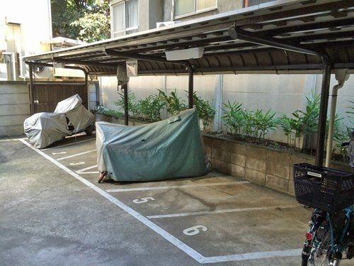 大型バイクも駐車可能なバイク置場