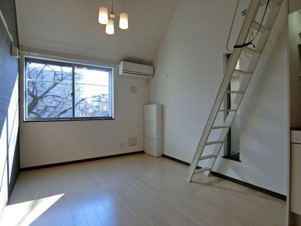 最上階で角部屋の洋室
