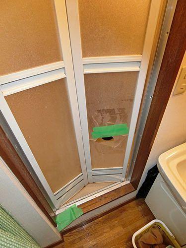 浴室折り戸の破損