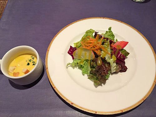 Bランチ(1,200円)のスープとサラダ