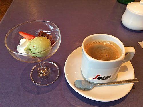 Bランチ(1,200円)のデザートとコーヒー
