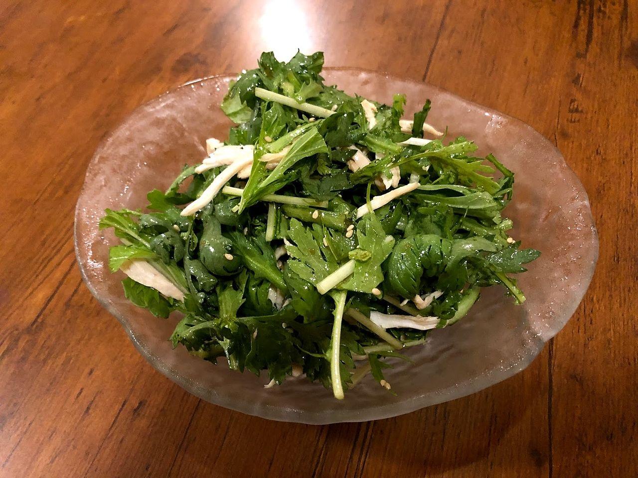 春菊と蒸し鶏おつまみサラダ 390円