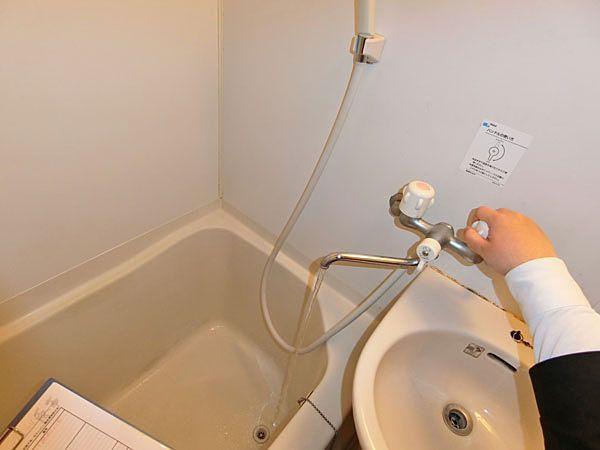 ⑤浴室水栓の水を出して各所からの漏水がないかを確認。