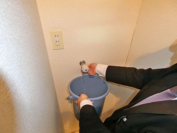 ④洗濯機置場水栓の水を出して各所から漏水がないか確認。