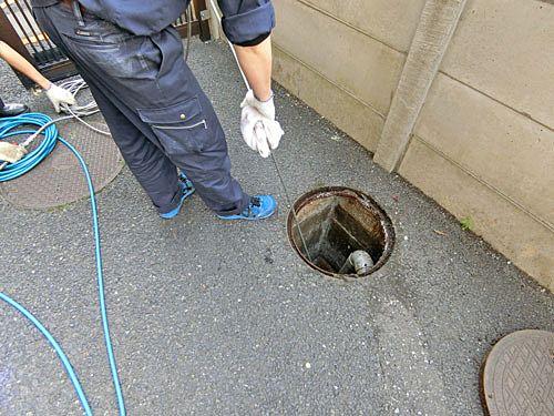 最後に各住戸排水の合流地点になる排水升を洗浄