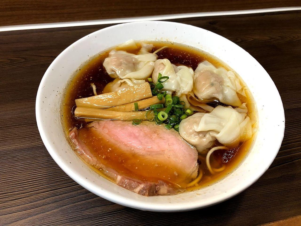 ワンタン麺 850円
