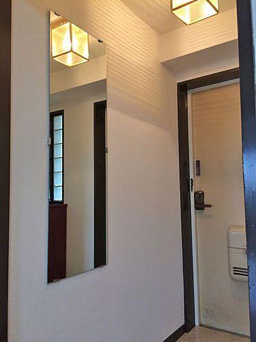 玄関に鏡を付けてみた