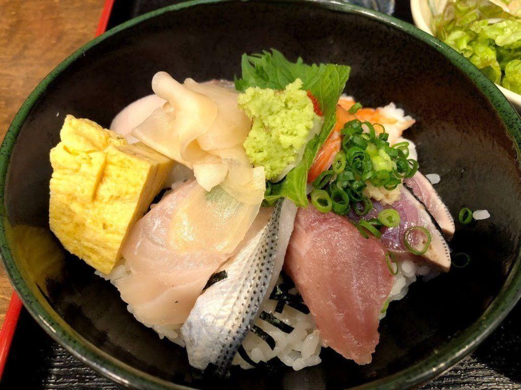 魚ぞうのスーパー海鮮丼