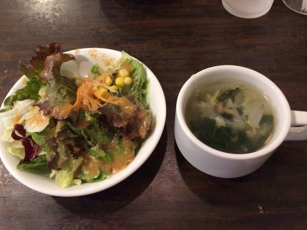 ブラッスリーモリ遊座大山店のサラダとスープ