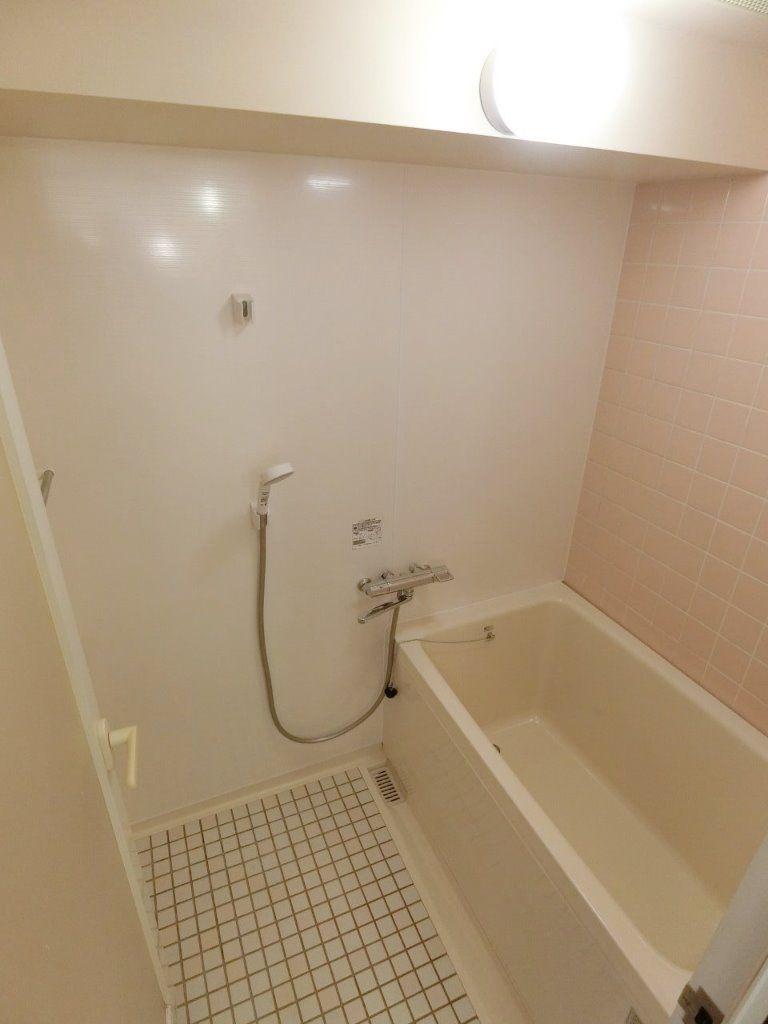 浴室にバスパネル