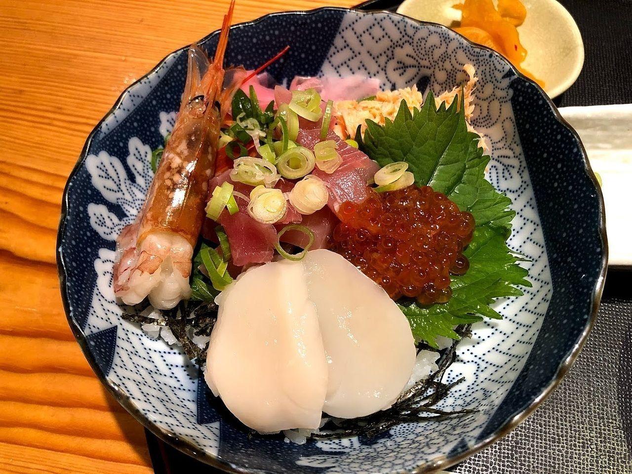 海鮮丼 1,080円(税別)