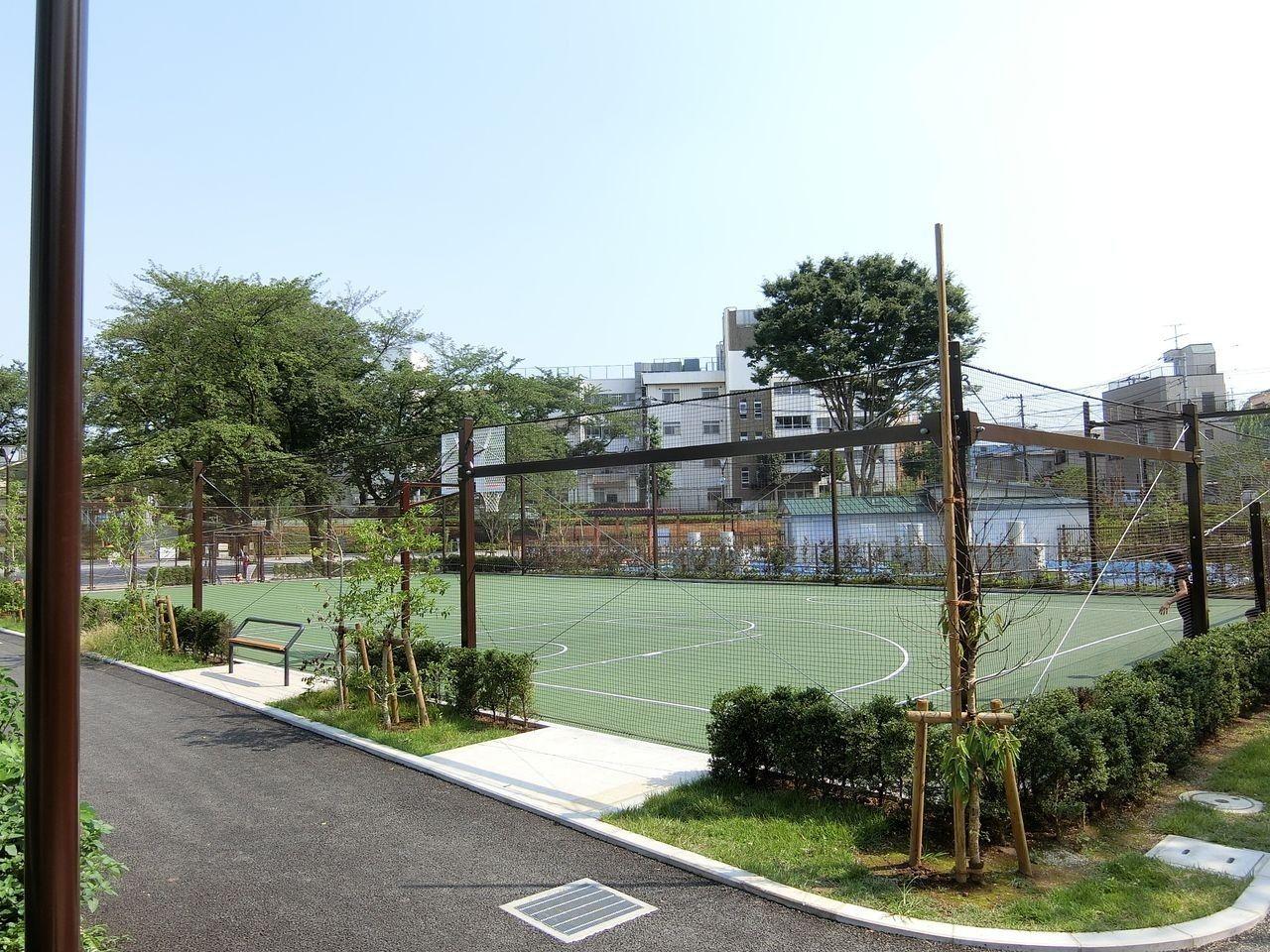前野公園のボールあそび広場