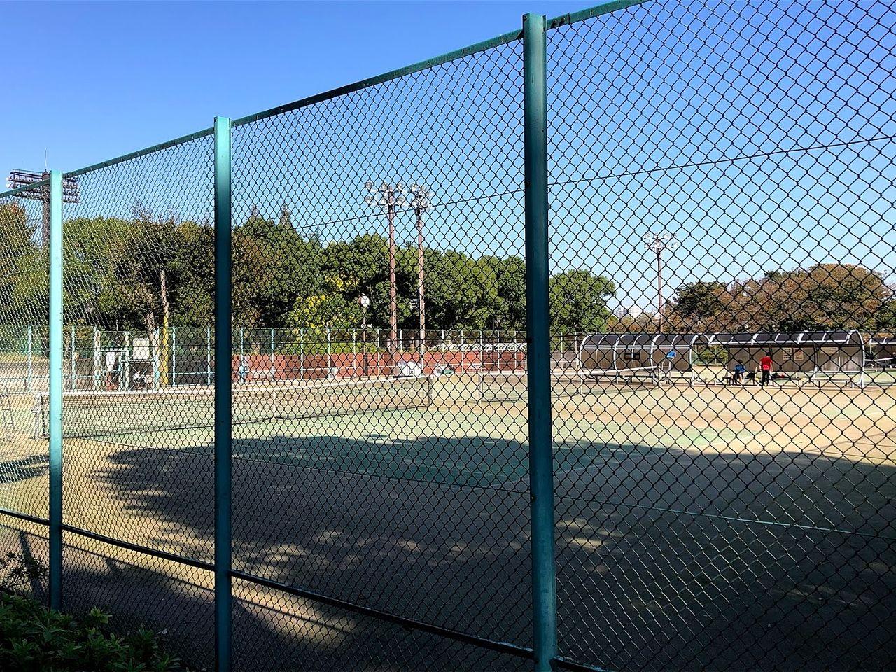テニスコート4面
