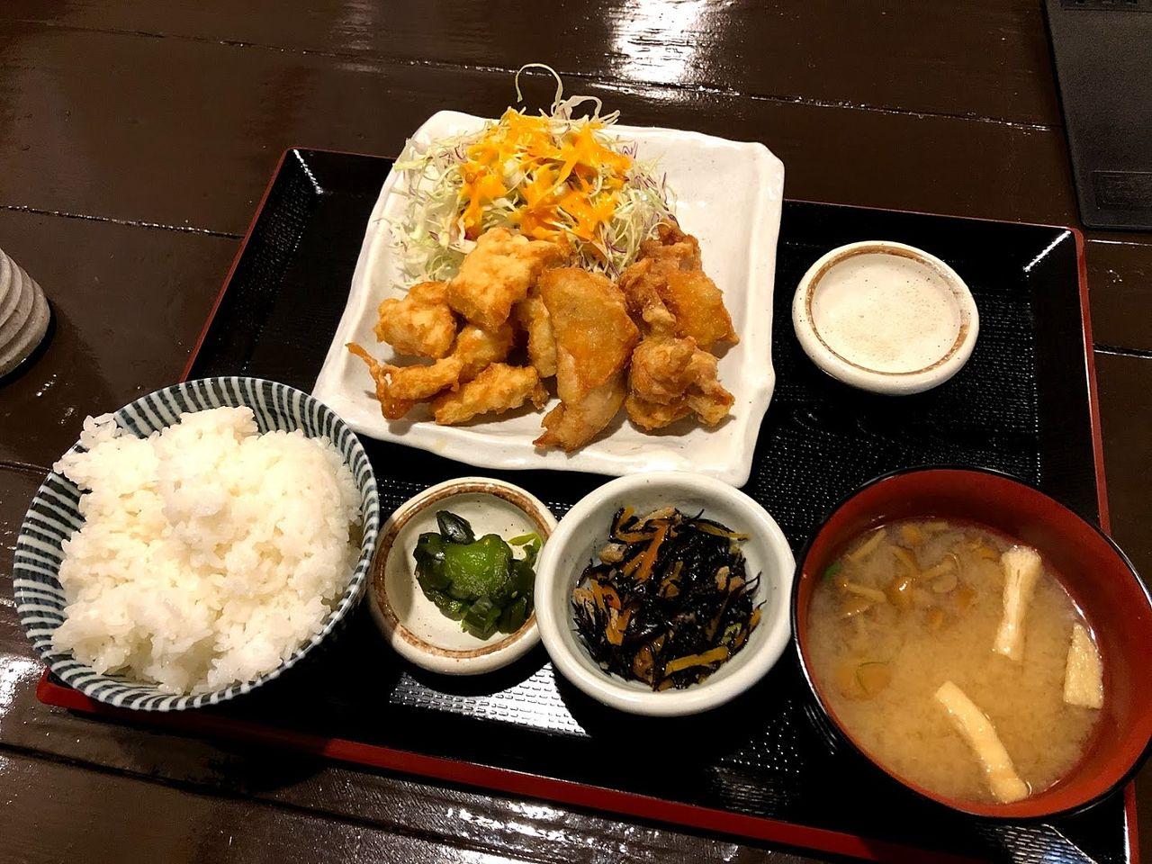 鶏唐揚げ定食 760円(税別)