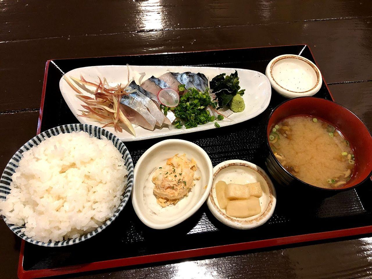 とろ〆鯖の刺身定食 830円(税別)
