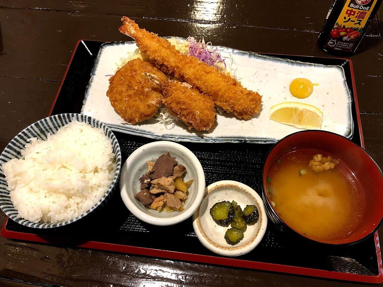 本日のミックスフライ定食 980円(税別)