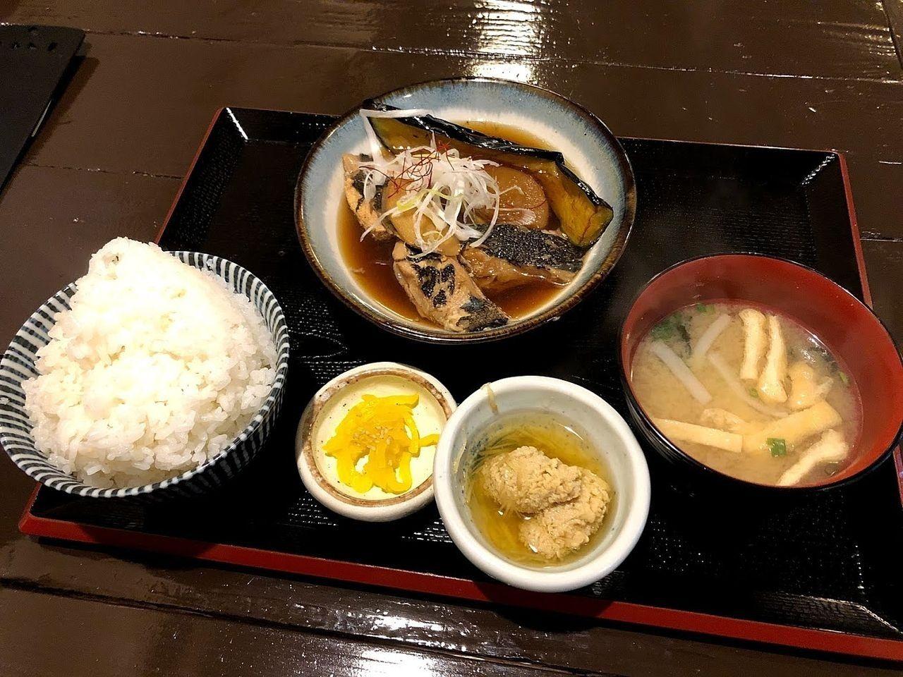 子持ちカレイの煮付け定食 790円(税別)