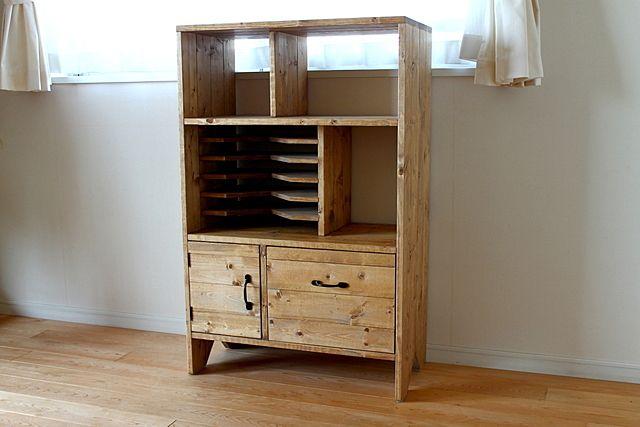 小学生の娘の持ち物とにらめっこしながら最適な収納を実現。ずっと使えるシックなデザイン。