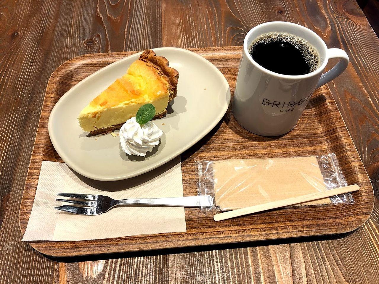 チーズケーキとブレンドコーヒー
