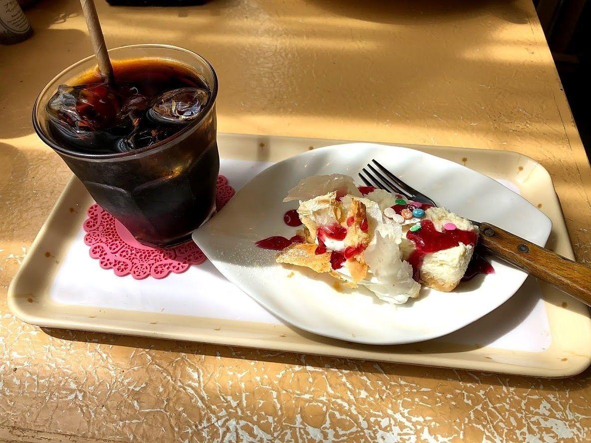 セットドリンクとレアチーズケーキ