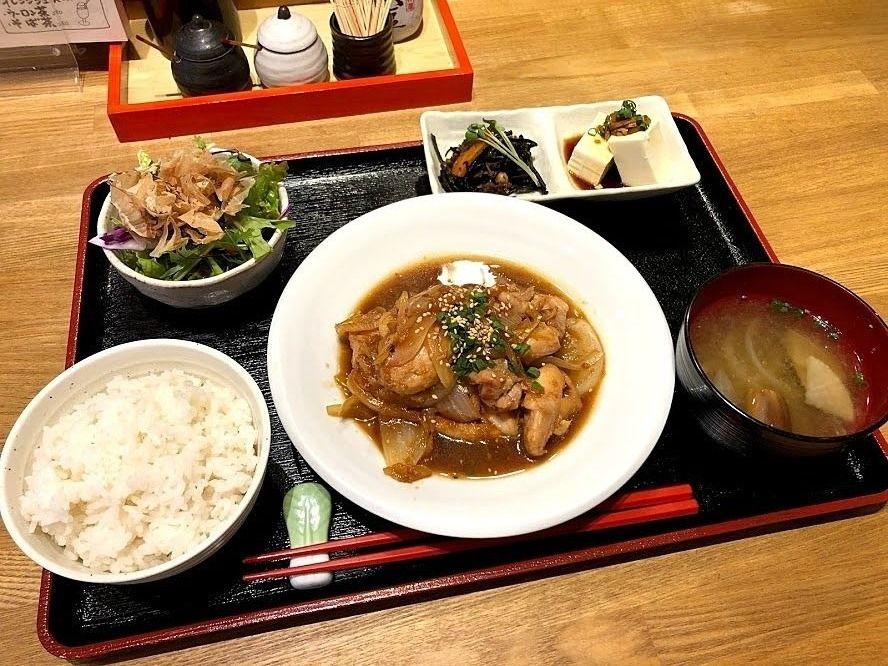 鶏の生姜焼き 880円