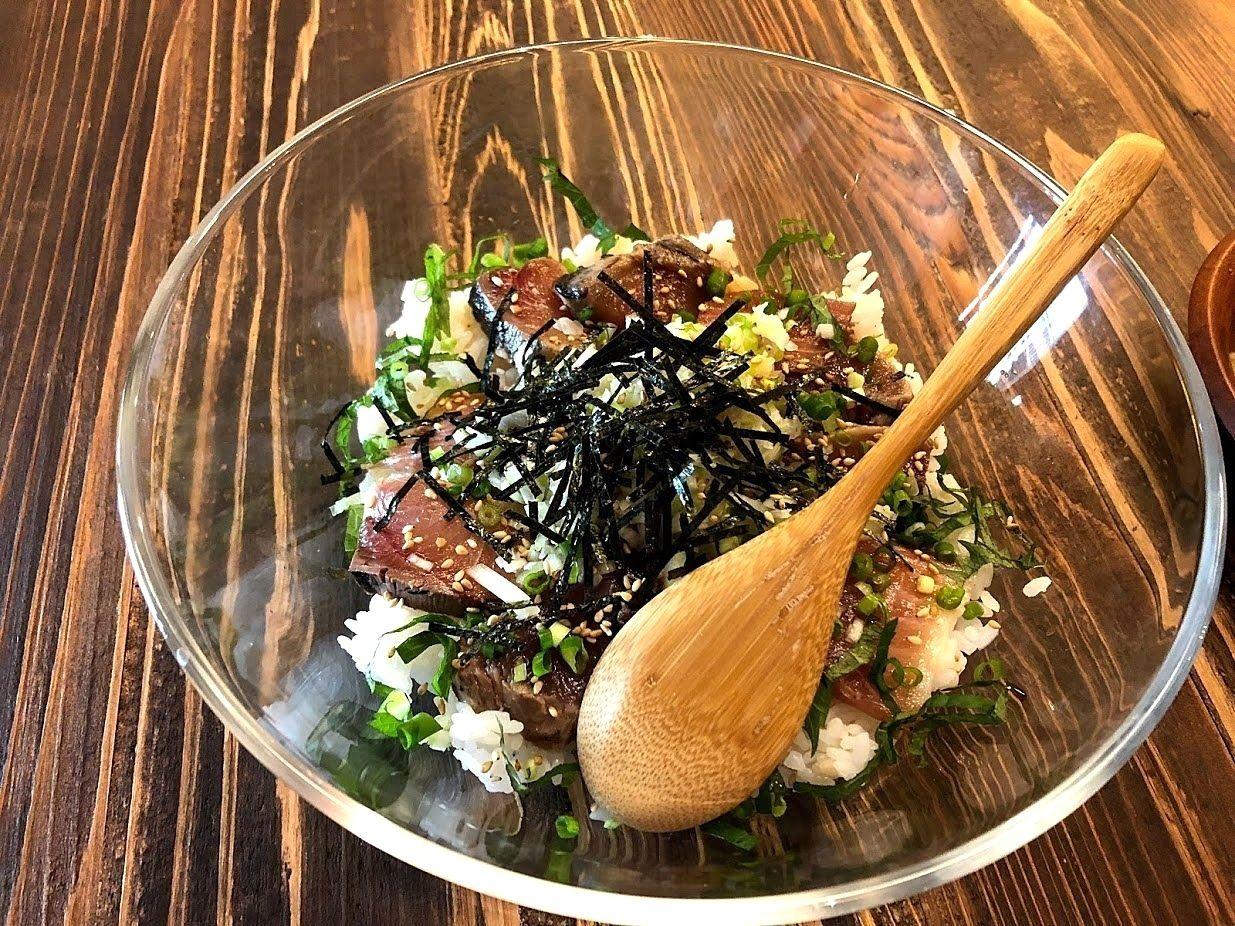 居酒茶屋 鑪(たたら)の藁焼き海鮮づけ丼