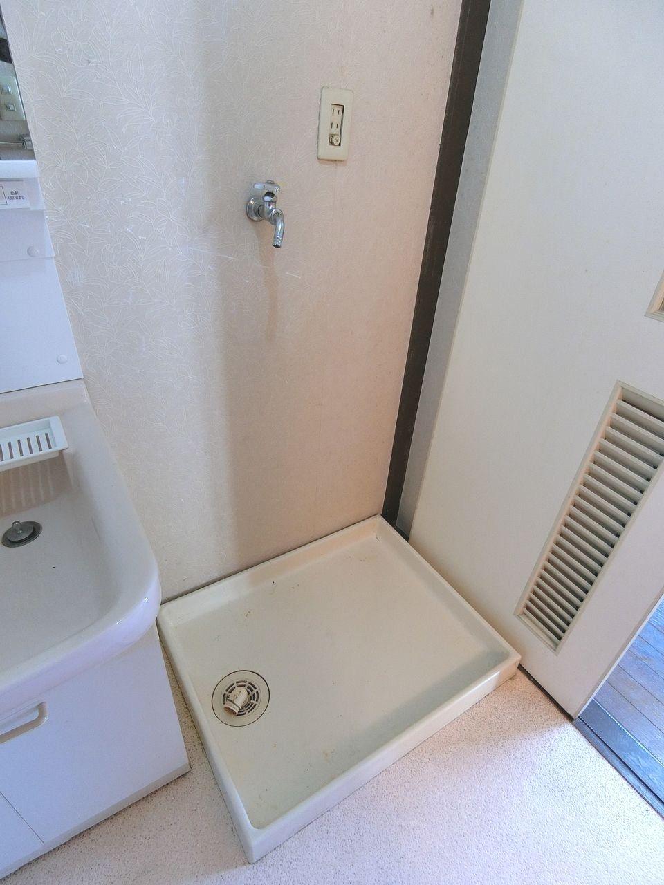 退去した部屋の洗濯機置場