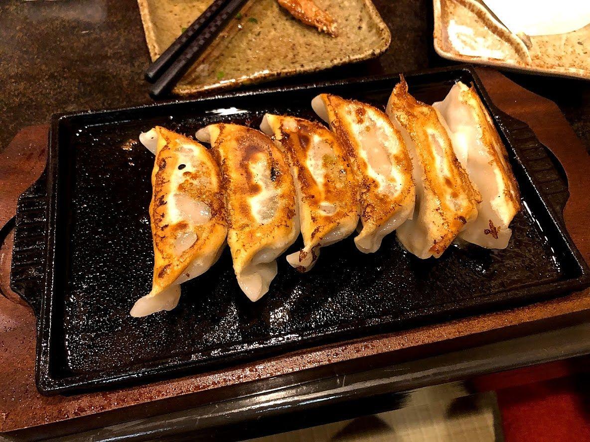 九州肉汁鉄板餃子 590円(税別)