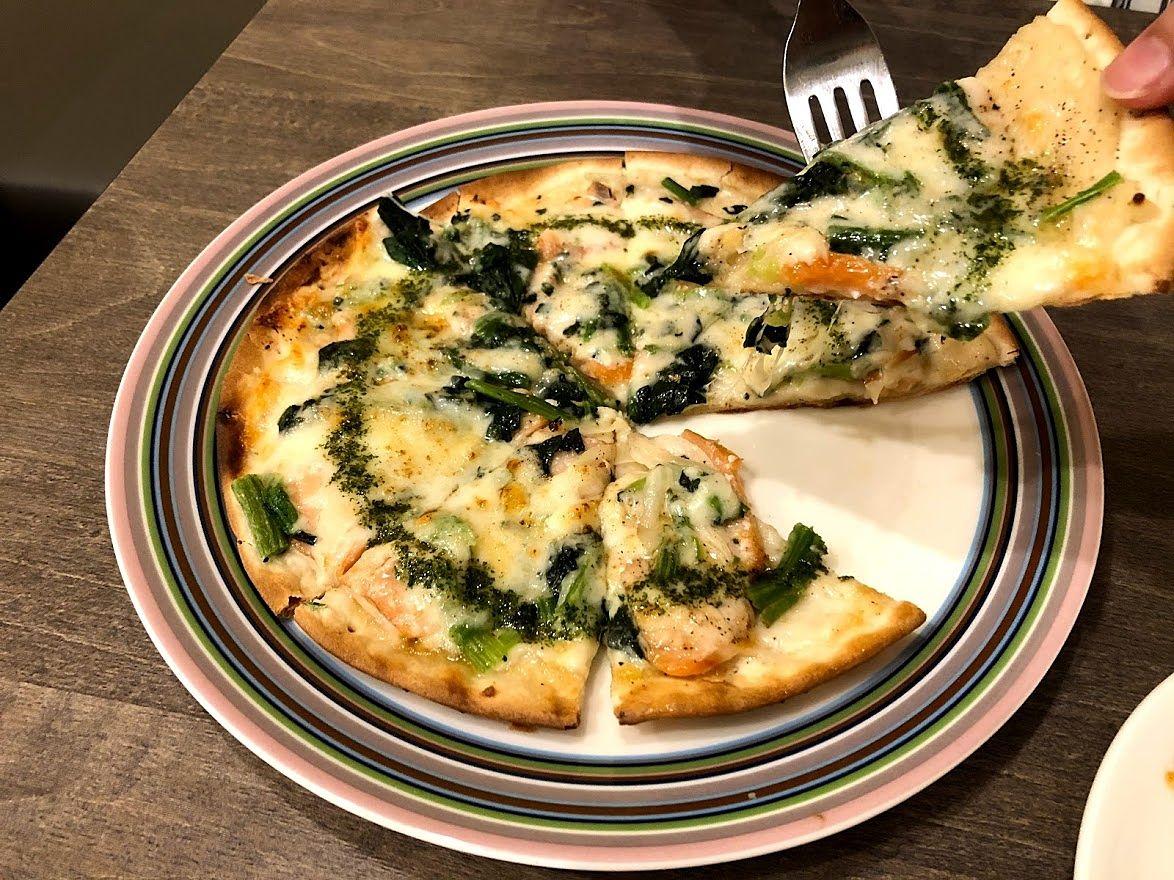 サーモンとほうれん草のピザ 770円
