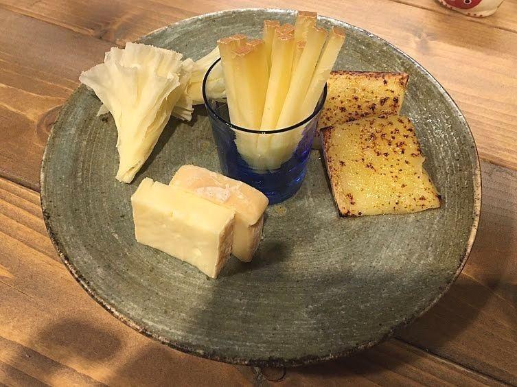 チーズの盛り合わせ(半分) 490円(税別)