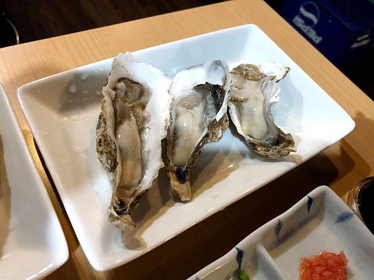 生牡蠣(北海道マルエもん) 350円(税別)