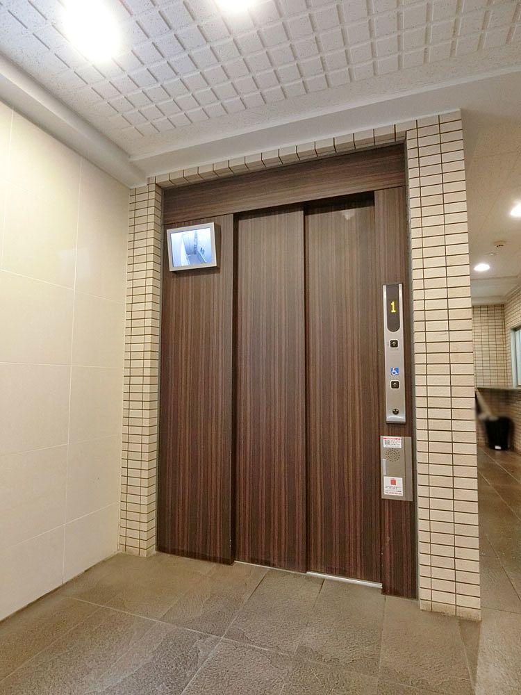 モニター付きエレベーターホール