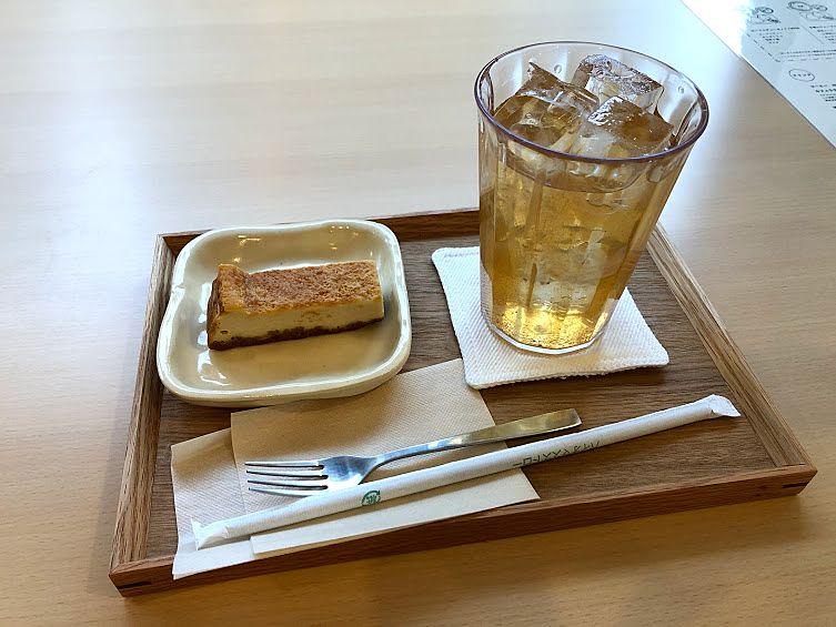 チーズケーキ 200円(税別) りんごジュース 350円(税別)