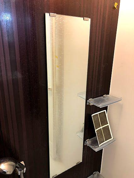 鏡に付いたウロコ状の水垢