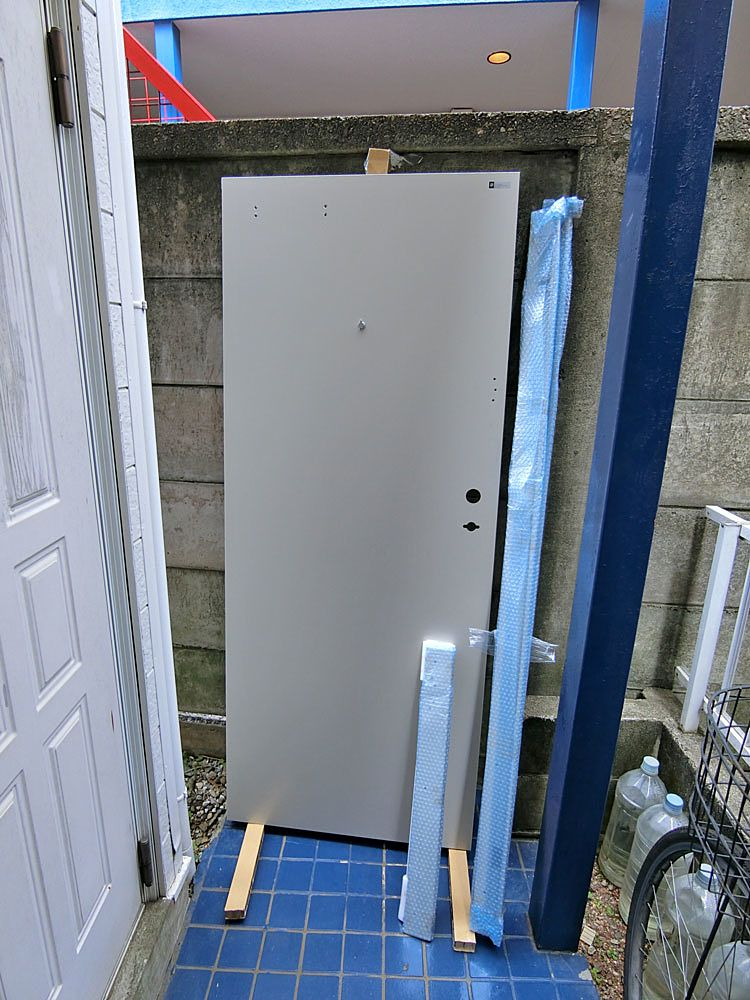 新しい玄関ドア