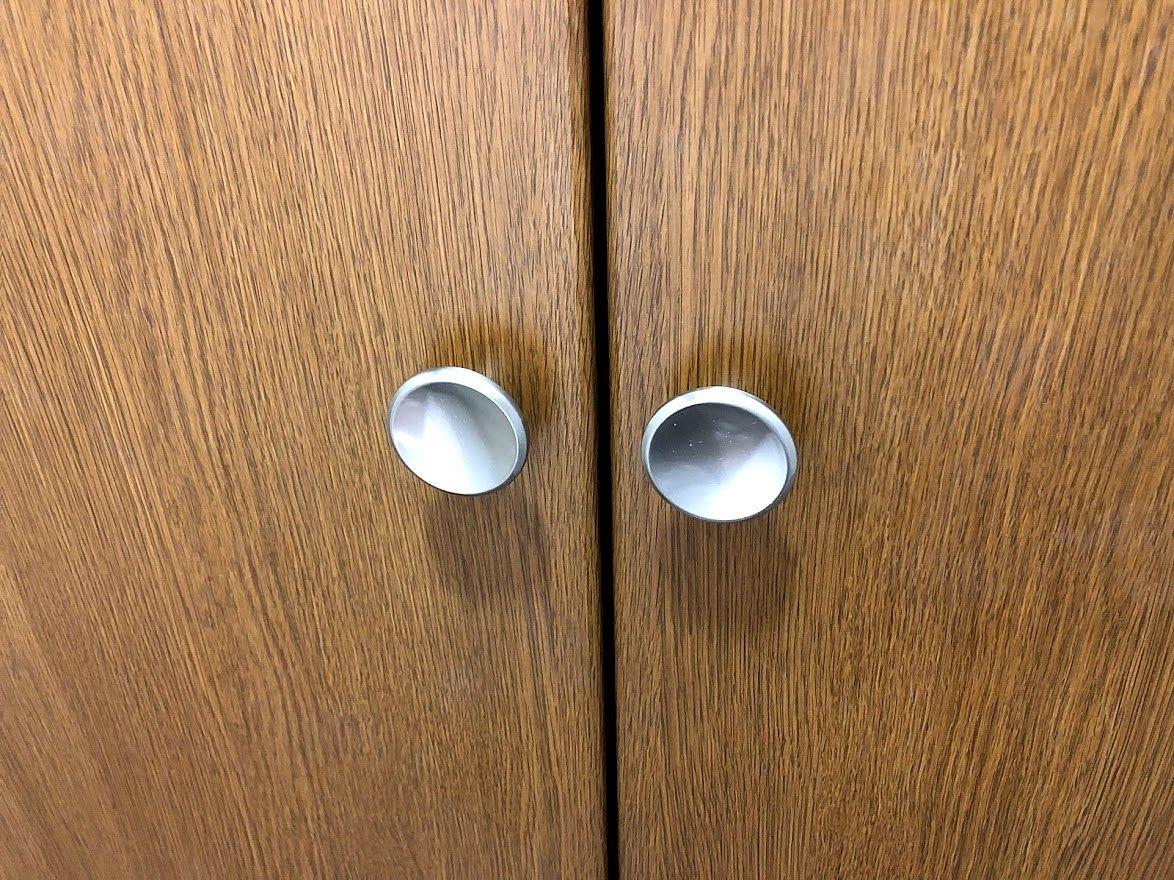 収納扉のツマミ