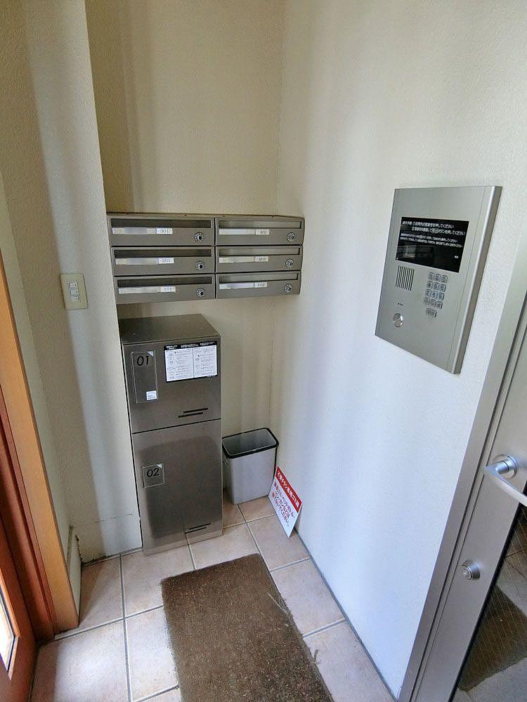 賃貸マンションに小規模宅配ボックスの導入