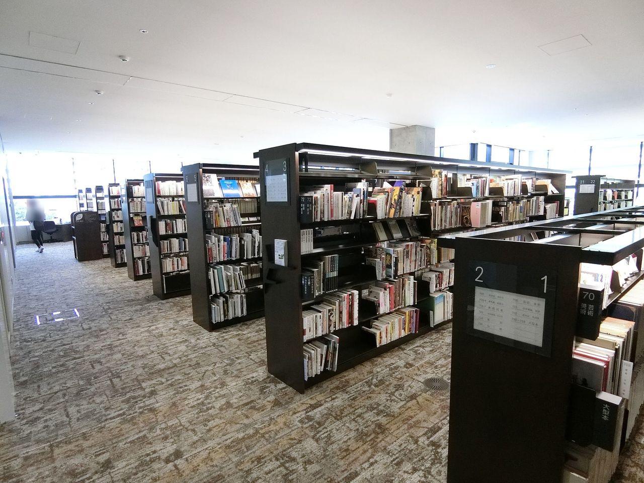 板橋区立中央図書館の3階フロア