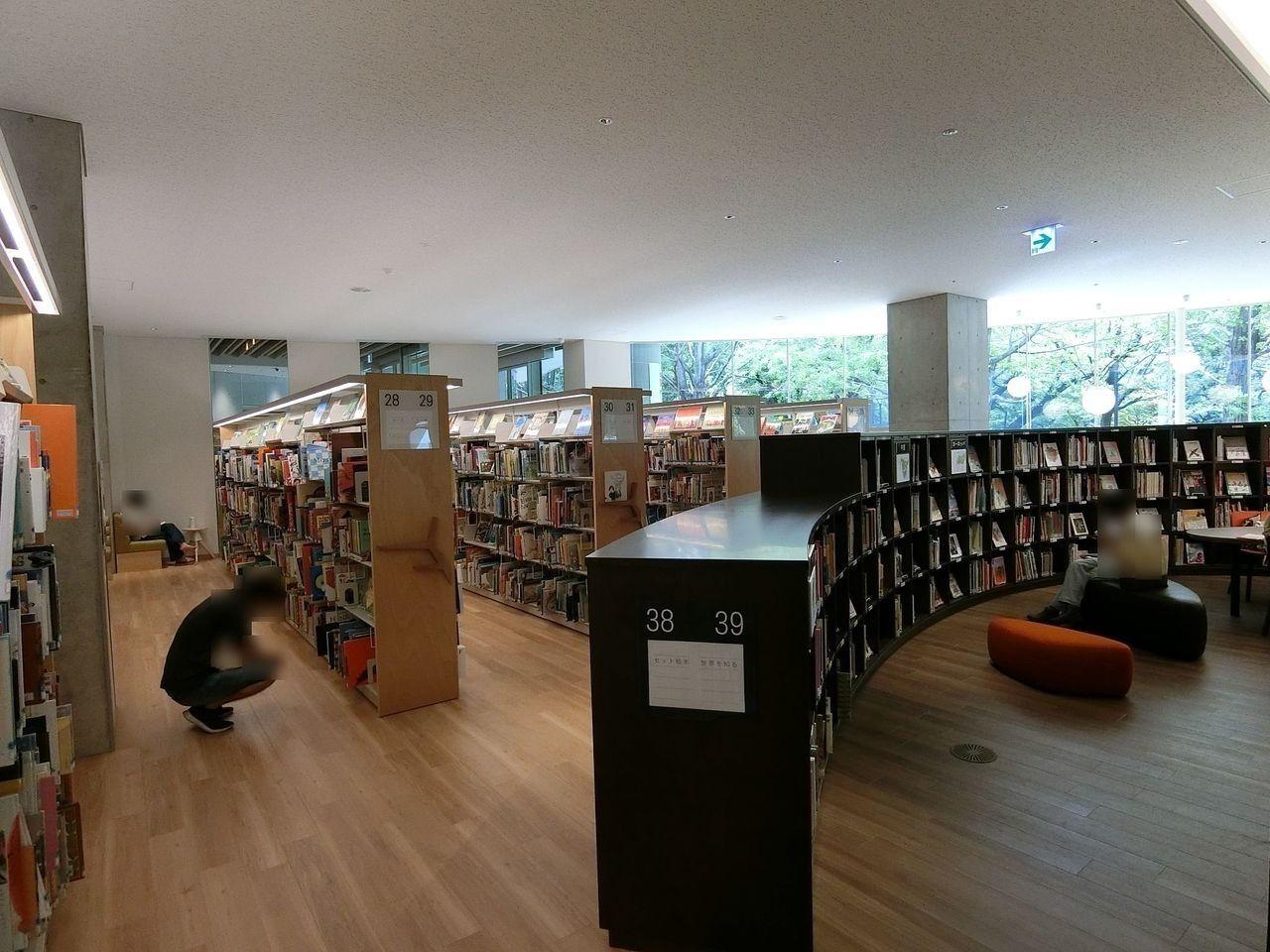 板橋区立中央図書館の1階フロア