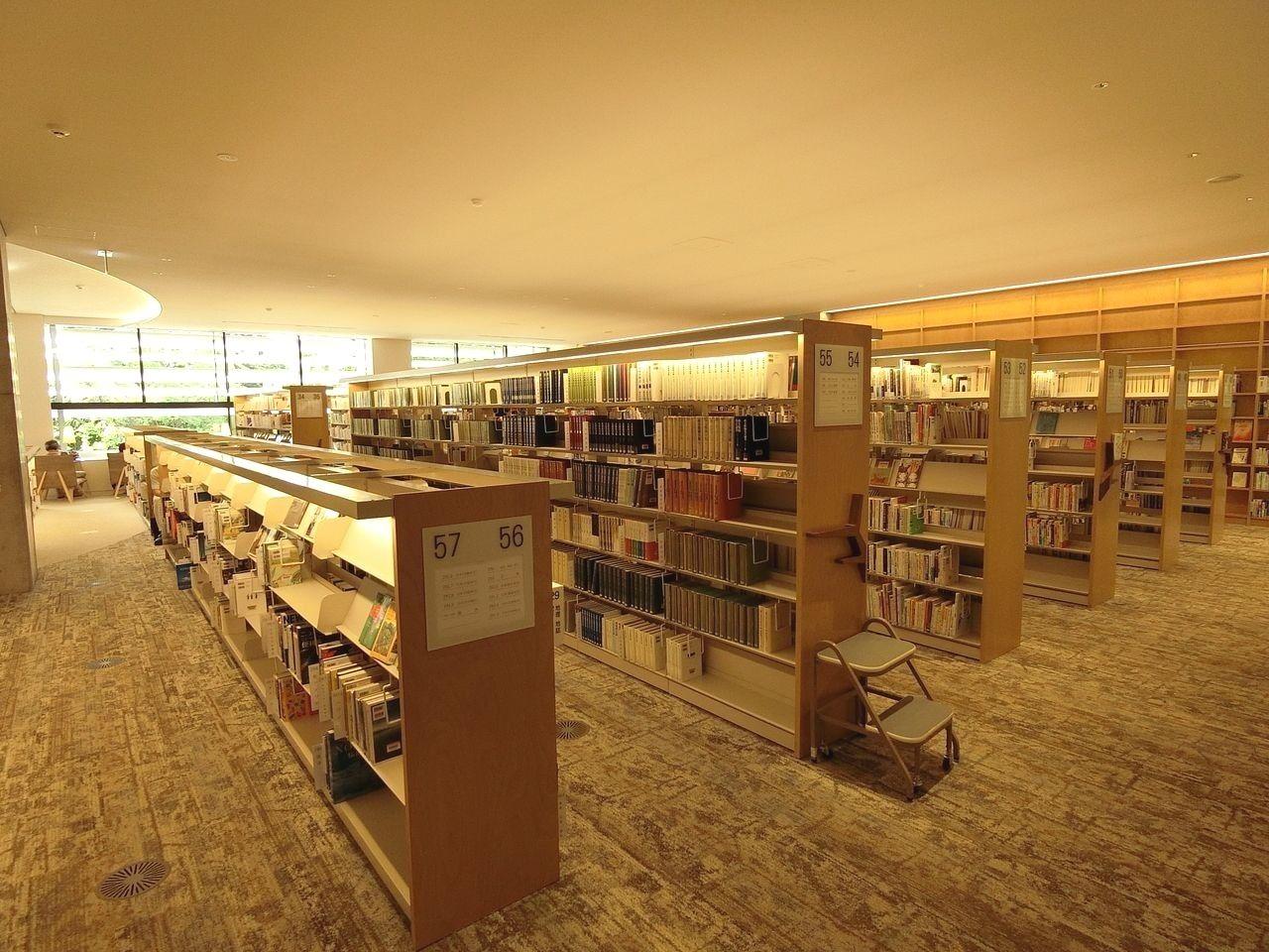 板橋区立中央図書館の2階フロア