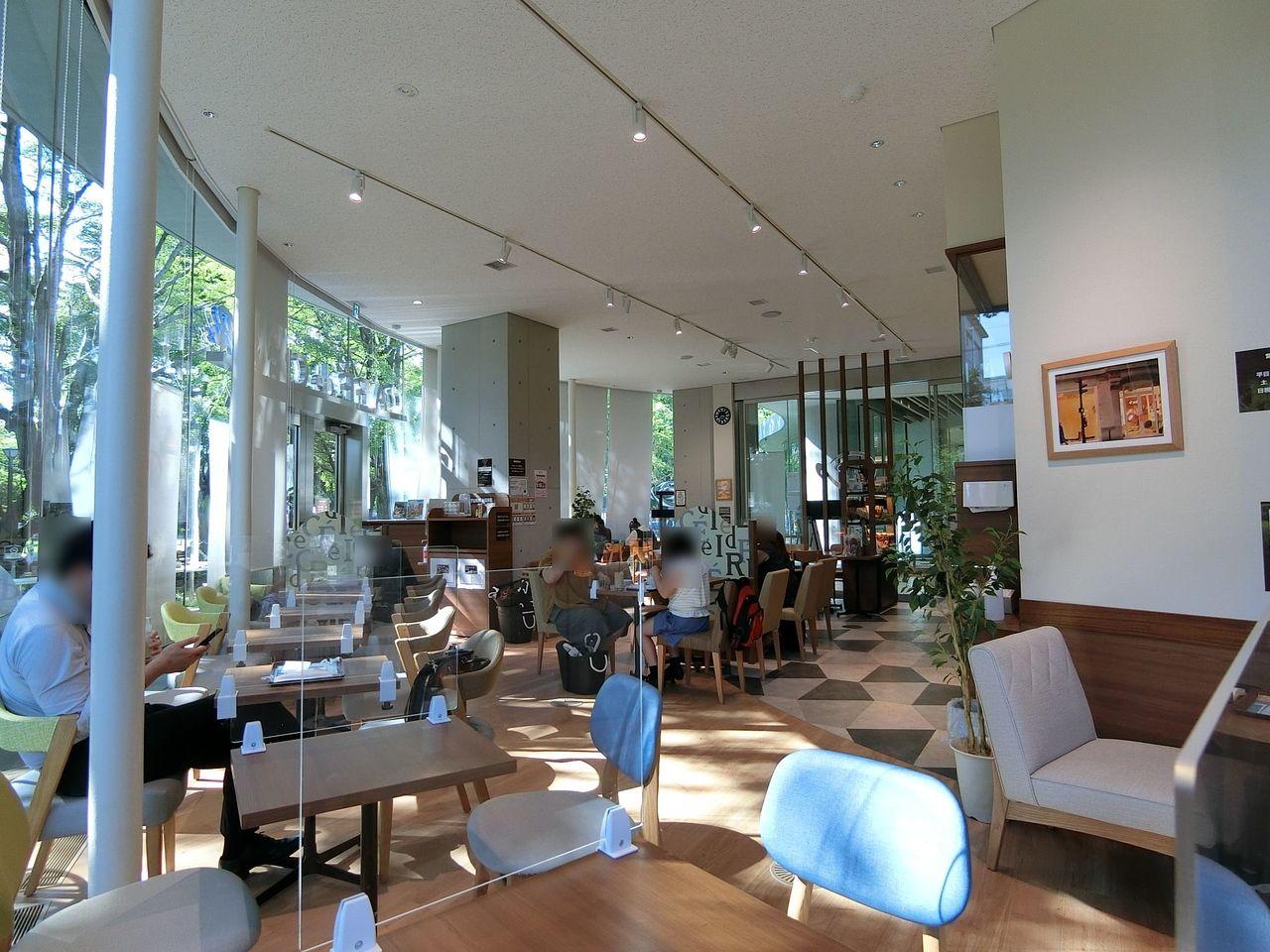 カフェ・ド・クリエ 板橋区立中央図書館店