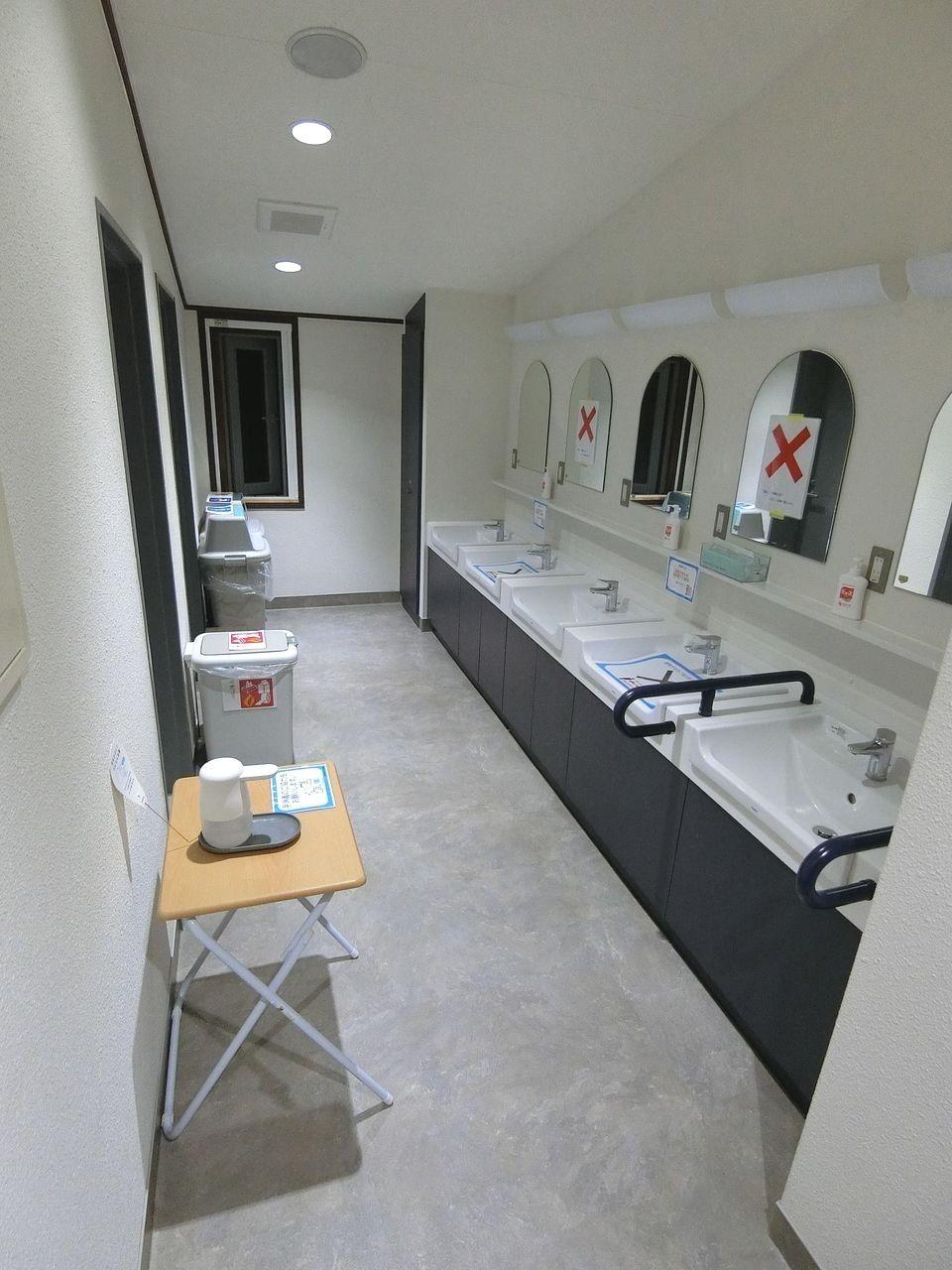 板橋区立八ヶ岳荘の共同洗面所