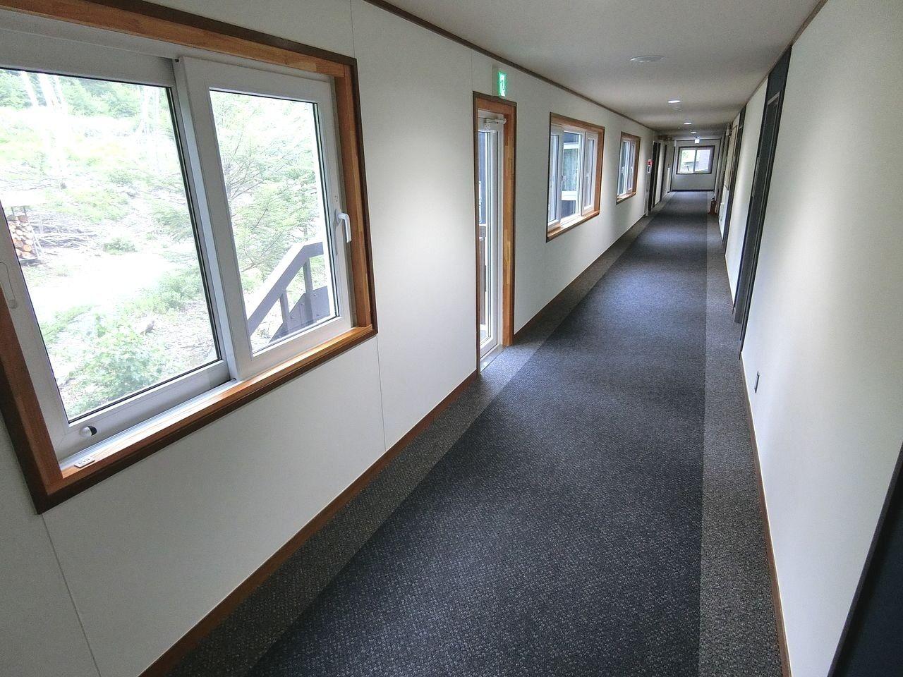 板橋区立八ヶ岳荘の廊下