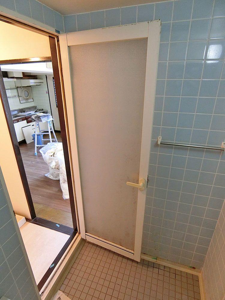 リフォーム前の浴室扉