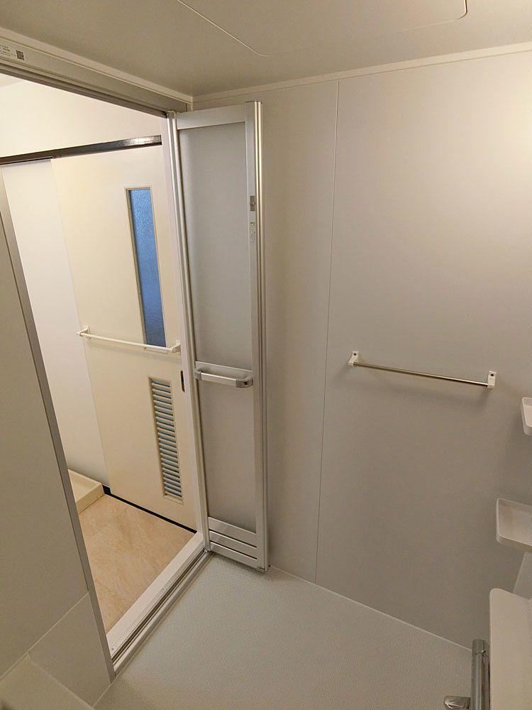 リフォーム後の浴室扉
