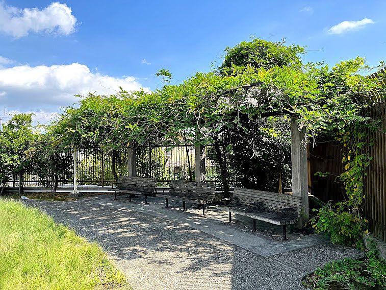 板橋区立大谷口公園のベンチ