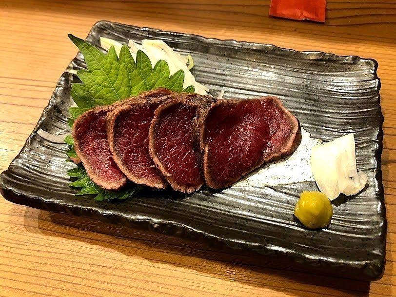 馬刺しのタタキ藁焼き 630円