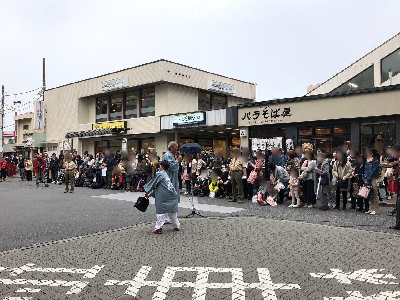 上板橋駅北口前でのよさこい演舞